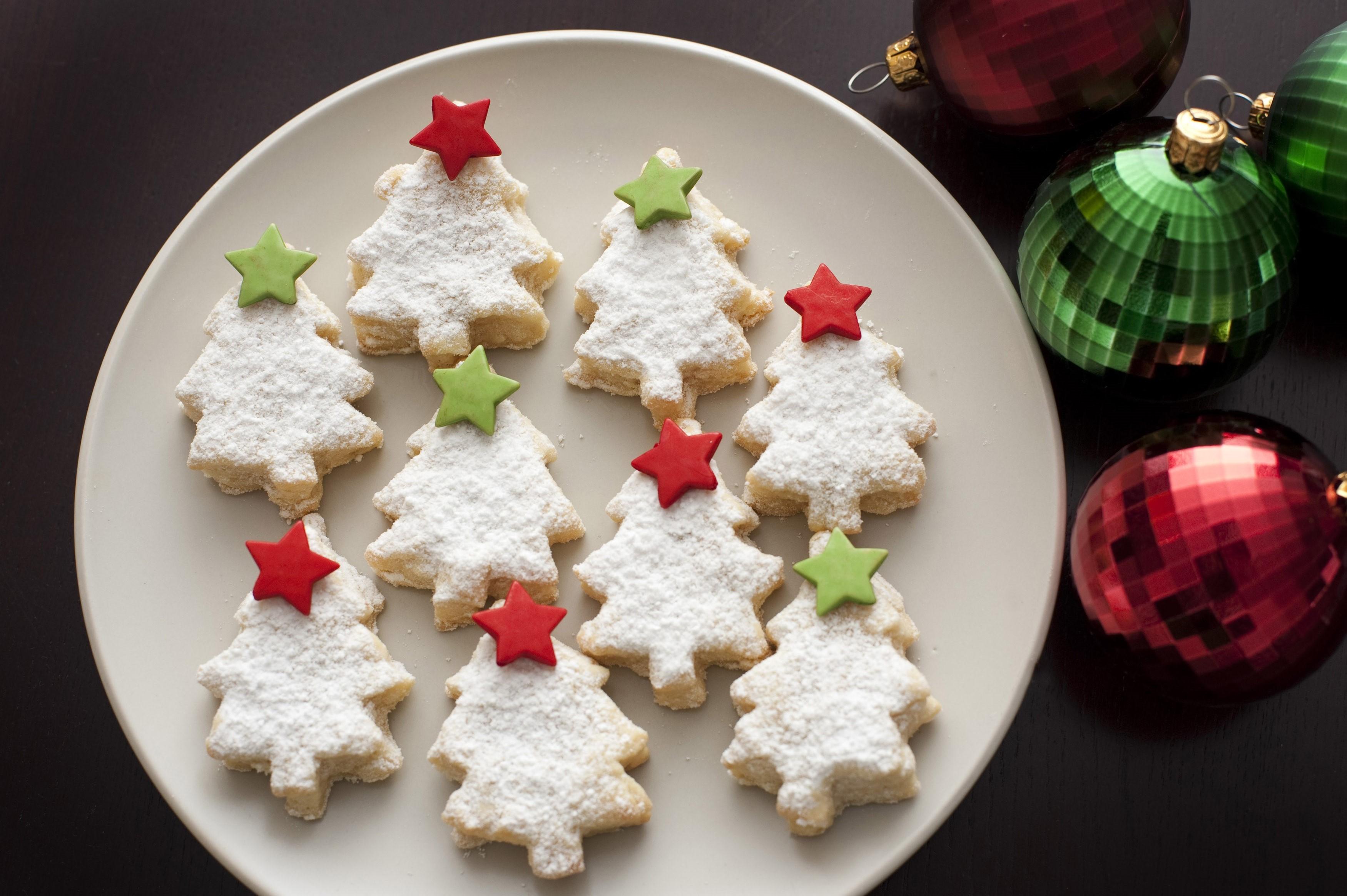 Decorating Xmas Cookies